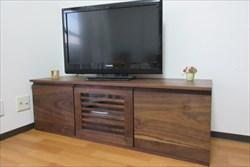 無垢材のテレビボードやオーダーメイドの家具には、手作りならではの魅力が詰まっています!